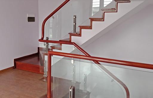 Trụ cầu thang kính cường lực là gì? 1